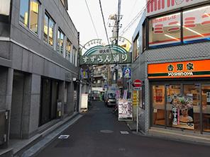 商店街(約736m/徒歩9分)